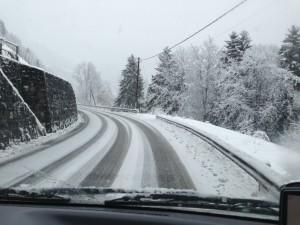 Schnee beim Nachhausefahren