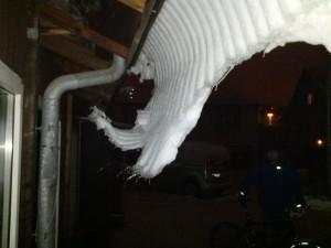 gefrorene Dachlawine